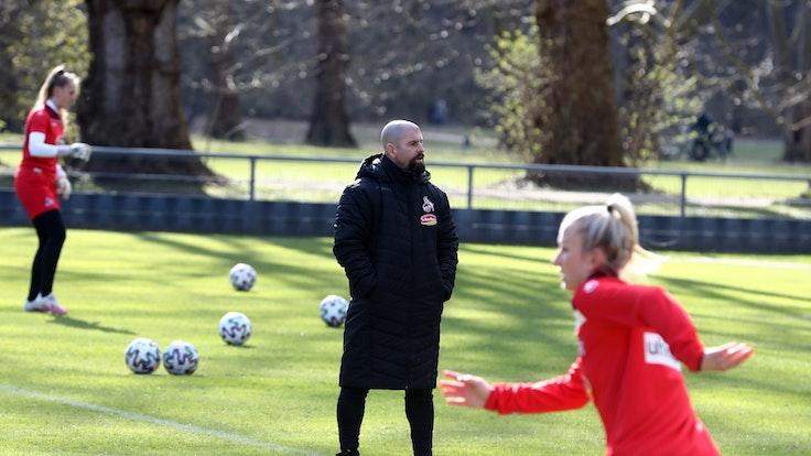 Frauen-Training beim 1. FC Köln mit Trainer Sascha Glass.