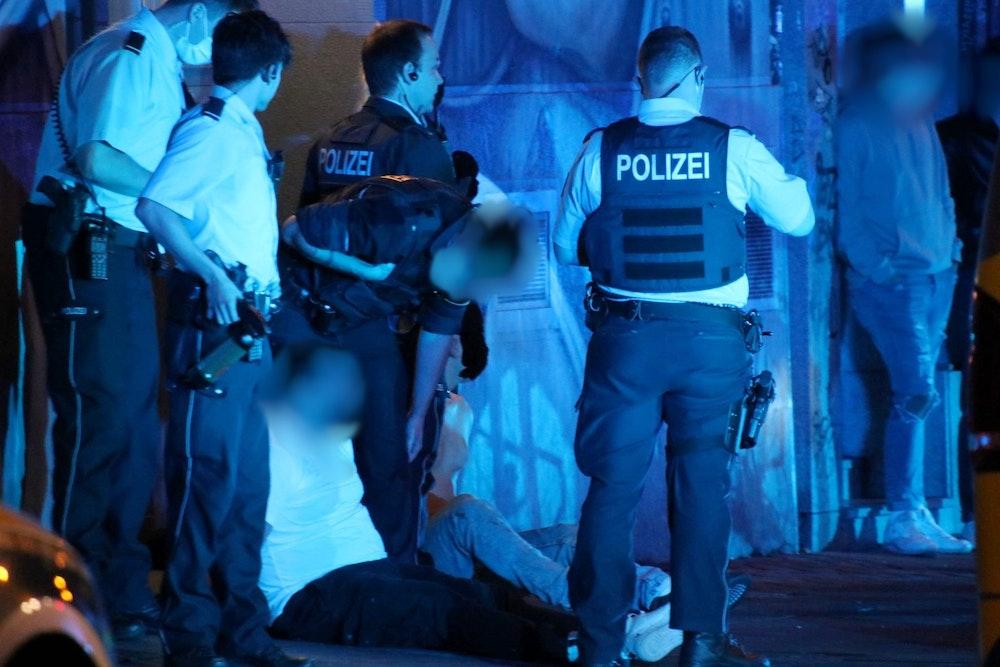Schlägerei am Zülpicher Platz: Kölner Polizei mit Festnahme.