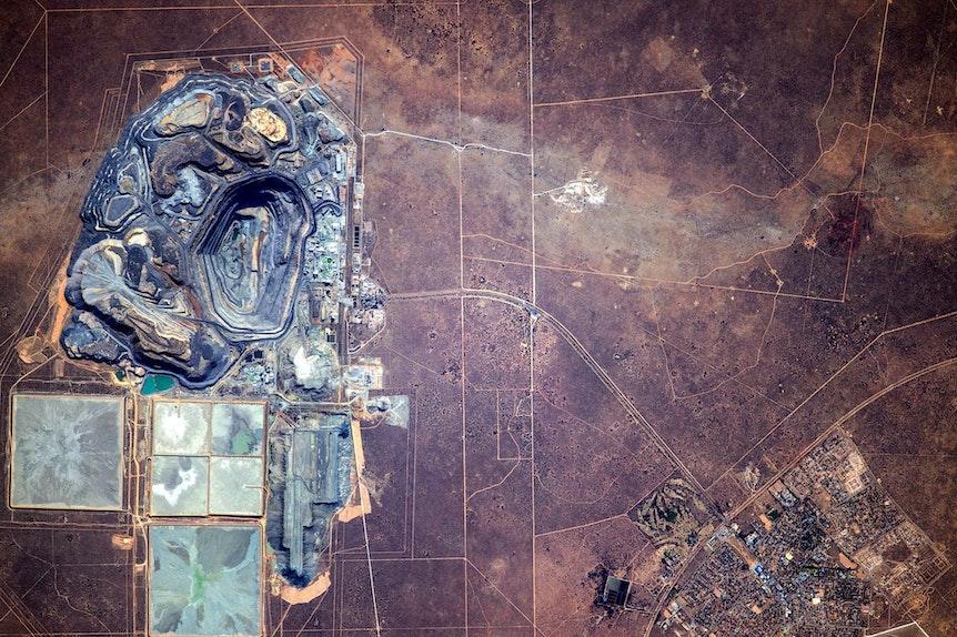 Die Jwaneng Diamantenmine in Botswana aus dem Weltall fotografiert.