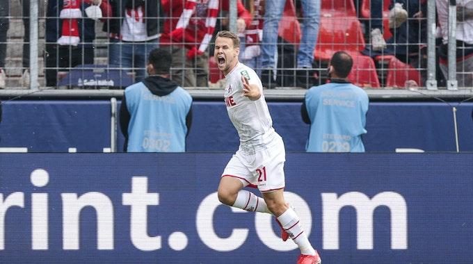 Louis Schaub vom 1.FC Köln bejubelt den Treffer zum 1:0.