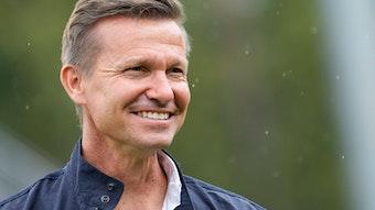 """""""Ich versuche, sie dazu zu bringen, mehr von sich selbst zu geben und sich auf einer höheren Ebene füreinander einzusetzen"""": Jesse Alan Marsch über die Zusammenarbeit mit den Spielern von RB Leipzig."""