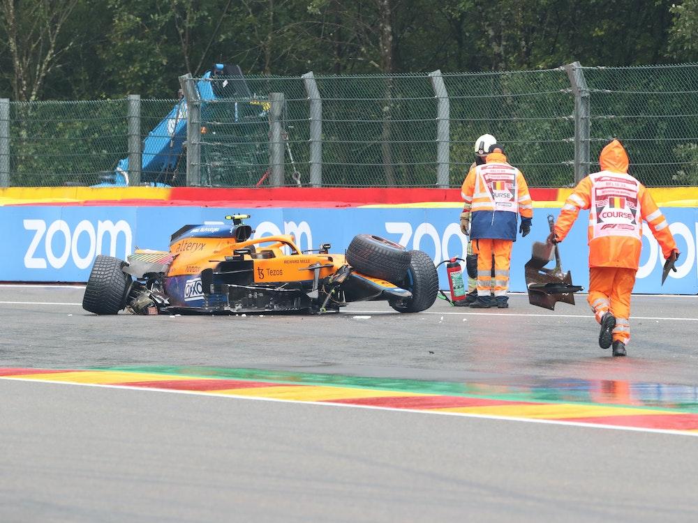 Lando Norris aus Großbritannien von Team McLaren verunglückte mit seinem Auto.