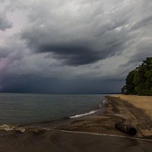 Ein Gewitter über dem Lake Michigan.