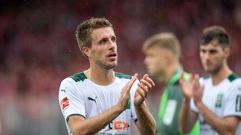 Patrick Herrmann von Borussia Mönchengladbach, klatscht nach dem Bundesligaspiel bei Union Berlin am 29. August 2021 mit enttäuschtem Blick in die Hände.
