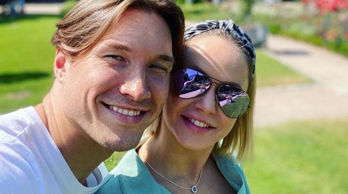 Let's Dance-Star Evgeny Vinokurov und seine Verlobte Nina, hier auf einem Instagram-Selfie im Juli 2021, erwarten ihr erstes Kind.
