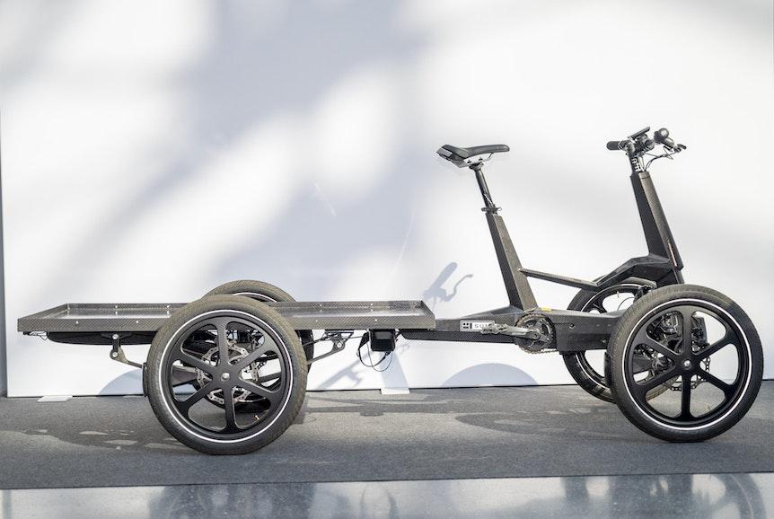 Fahrrad oder schon Kleintransporter? Modelle wie das E-Lastenrad SUM-X vom Hersteller One Less mit vier Rädern lassen den Unterschied immer kleiner werden.