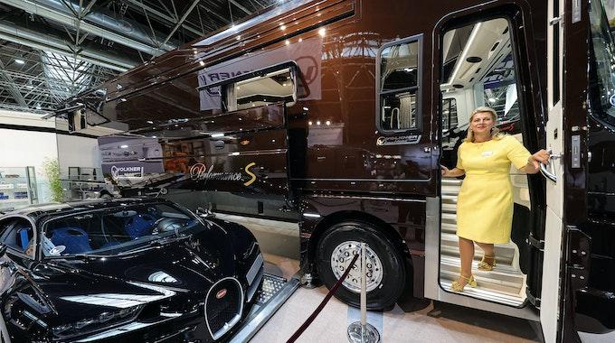 Die Volkner Mobil GmbH aus Wuppertal präsentiert mit einem Kaufpreis von 2,035 Mio. Euro das diesjährig teuerste Wohnmobil auf der Düsseldorfer Messe Caravan Salon.