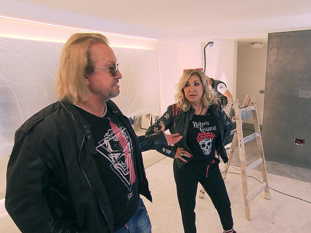 Carmen Geiss und Robert Geiss beim Umbau einer Wohnung.