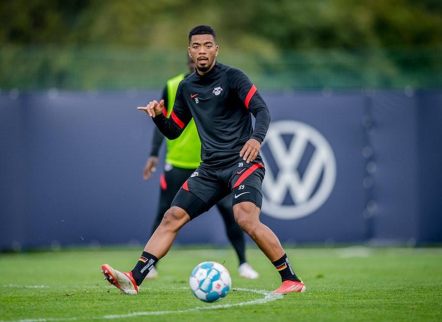 """""""Bekomme vielleicht bald auch Spielzeit"""": Benjamin Henrichs im Training bei RB Leipzig."""