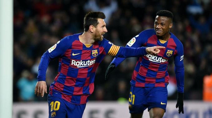 Leo Messi und Ansu Fati bejubeln ein Tor des FC Barcelona.