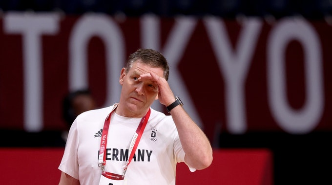 Deutschlands Trainer Alfred Gislason zeigt sich enttäuscht beim Olympia-Aus gegen Ägypten.