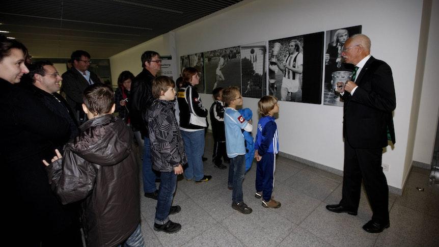 Bei einer Stadionführung im Borussia-Park bekommen VfL-Fans einen exklusiven Eindruck hinter die Kulissen Des Bundesligisten Borussia Mönchengladbach. Das Foto zeigt eine Führung am 20.10.2010