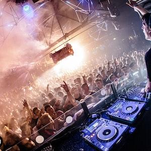 Bootshaus Köln: Aufnahme aus dem Bootshaus (vor Corona) mit DJ Duo DVBBS aus den USA. Kölner Club ist erneut bester Club Deutschlands.