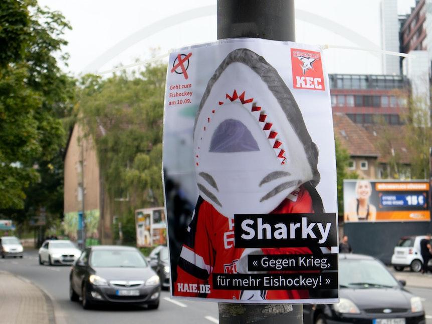 Wahlkampf von Sharky für Eishockey in Köln.