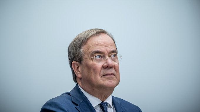 Armin Laschet, Unions-Kanzlerkandidat, CDU-Bundesvorsitzender und Ministerpräsident von Nordrhein-Westfalen, nimmt Ende August an einer Pressekonferenz nach der Sitzung des CDU-Präsidiums teil. CDU und CSU geraten in den Umfragen immer tiefer in den Abwärtsstrudel.
