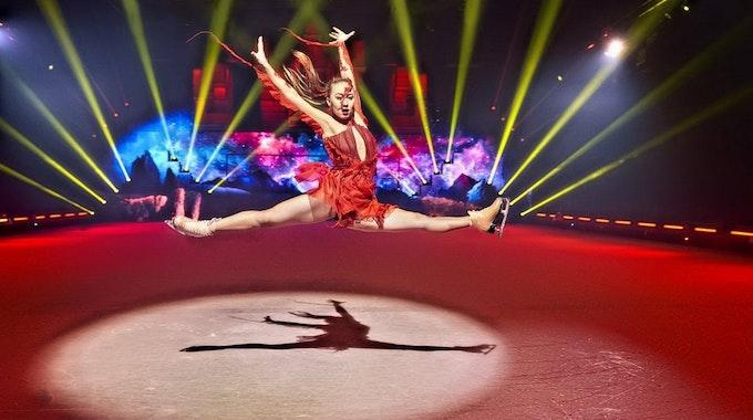 Weltbekannte Akrobaten zeigen ihr Können auf dem Eis.