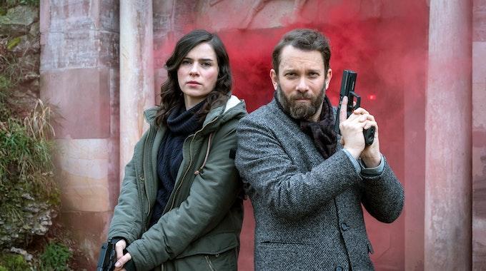 """Kira Dorn (Nora Tschirner) und Lessing (Christian Ulmen) in """"Tatort: Der feine Geist""""."""