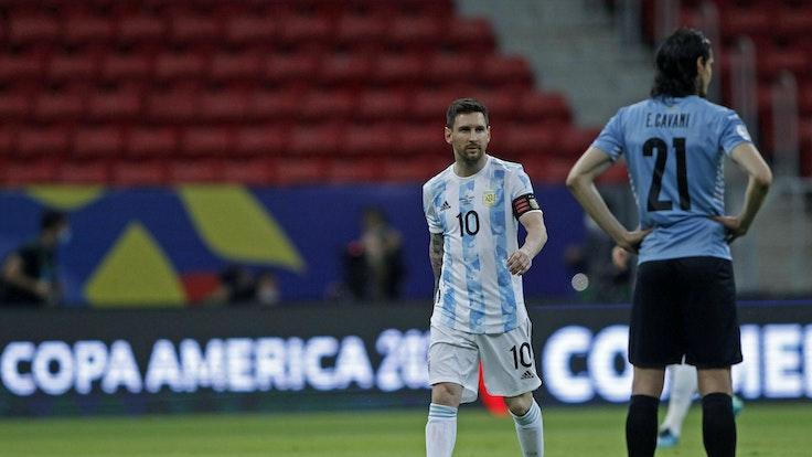 Lionel Messi und Edinson Cavani während ihres Copa-America-Duells.