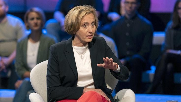 """Bei """"Maischberger"""" liefern sich AfD-Frau Beatrix von Storch und die Linkspolitikerin Amira Mohamed Ali am Mittwochabend (02. September) ein wortreiches Gefecht."""