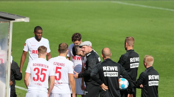 Steffen Baumgart (1. FC Köln) mit seinen Profis