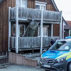 Bei einem Balkoneinsturz in Sachsen sind mehrere Menschen schwer verletzt worden.