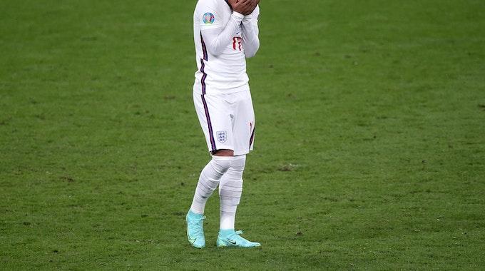 Sancho versinkt mit dem Kopf in seinen Händen.