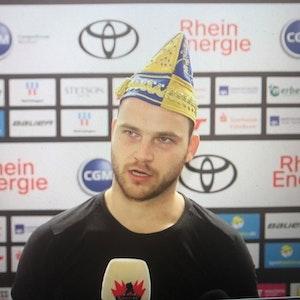 Sebastian Uvira beim Interview nach dem Sieg der Kölner Haie gegen Krefeld.