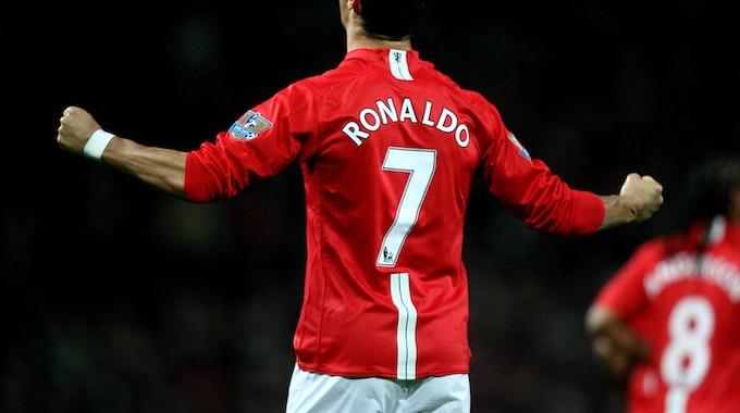 Ronaldo am 29. Oktober 2008 im Trikot von Manchester United jubelt. Auf dem Rücken trägt er seine Lieblingsnummer.