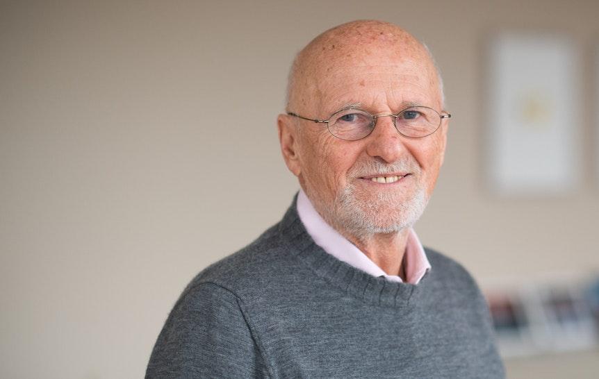 Unternehmer Dirk Roßmann hört als Geschäftsführer der Drogeriemarkt-Kette auf.