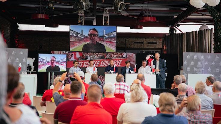 Investoren beim 1. FC Köln? Darüber wurde beim Mitgliederstammtisch in der Halle Tor 2 diskutiert.