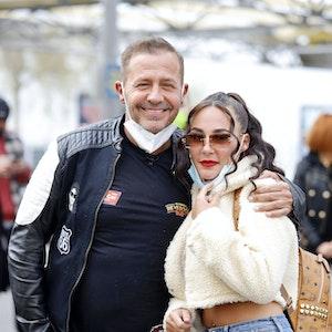 Willi Herren mit Tochter Alessia Herren bei der Eröffnung von Willi Herren s Rievkooche Bud .