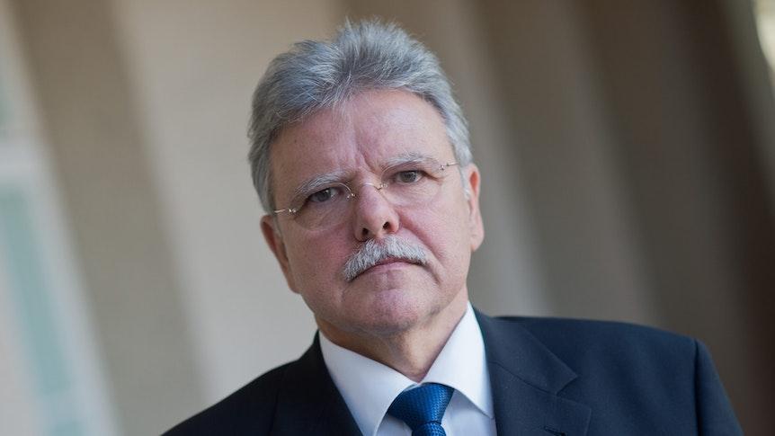Politikwissenschaftler Oskar Niedermayer (28. November 2015): Seiner Ansicht nach steht die Union vor dem Verlust des Status als Volkspartei – sollte die Union bei der Bundestagswahl verlieren.