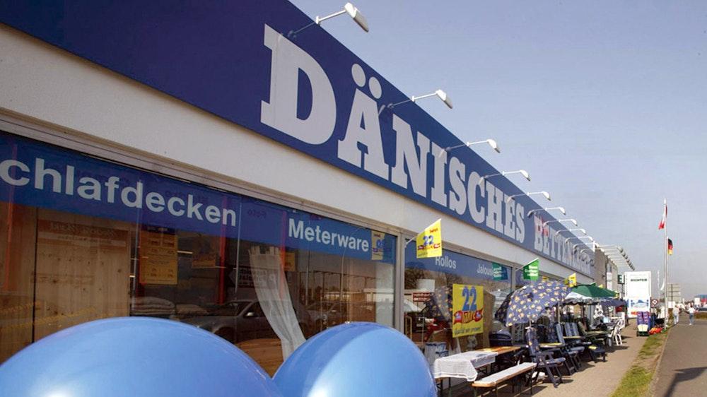 Das Archivbild aus dem Jahr 2006 zeigt eine Filiale von Dänisches Bettenlager, damals feierte das Unternehmen bereits den 22. Geburtstag: Der Name wird aus Deutschland verschwinden, Kunden müssen sich nun an einen neuen Namen gewöhnen.