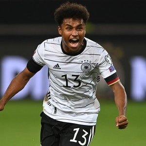 Deutschlands Karim Adeyemi ballt die Fäuste nach seinem Treffer gegen Armenien.