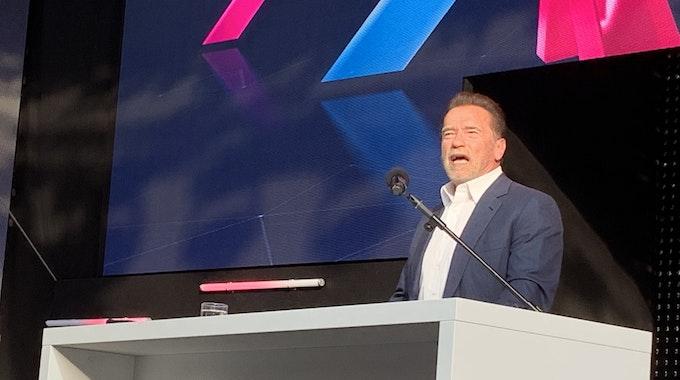 Arnold Schwarzenegger bei seiner Rede auf der Digital X in Köln.
