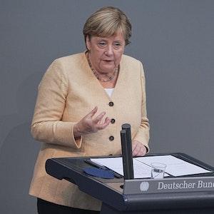 Bundeskanzlerin Angela Merkel (CDU) spricht im Plenum im Deutschen Bundestag. Am 7. September 2021 hat der Bundestag eine Änderung des Infektionsschutzgesetzes beschlossen.
