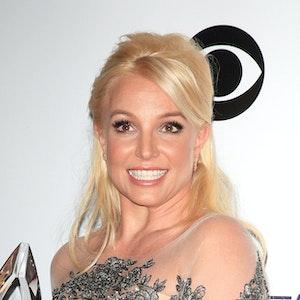 Britney Spears während den 40. People's Choice Awards in Los Angeles, Kalifornien, am 8. Januar 2014. Sie schaut lächelnd in die Kamera.