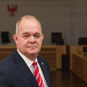 Der Kölner Securityprofi Stefan Bisanz bei Gericht.