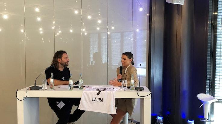 RTL-Star Laura Wontorra und Benjamin Adrion im Viva con Agua-Podbast Football for future.