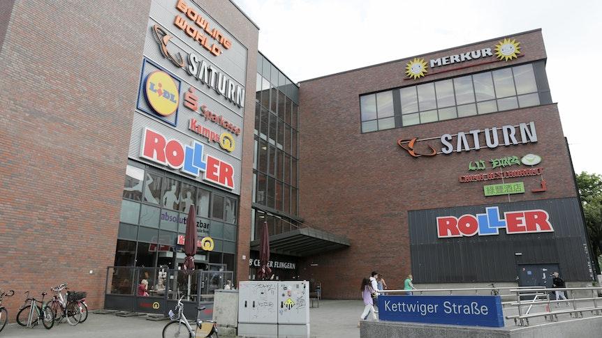 Das B8-Center in Düsseldorf-Flingern, aufgenommen am 5. September 2021. Der Aufzug wurde gesperrt – für behinderte und alte Menschen ist es kaum noch möglich, zum Supermarkt oder ins Restaurant zu kommen.