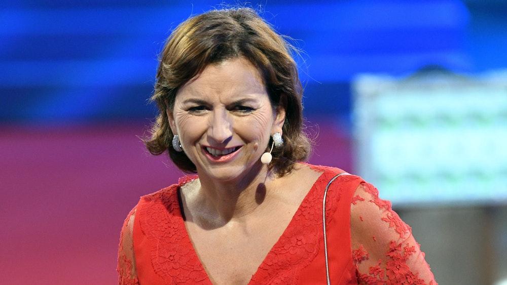 """Die Unternehmerin Claudia Obert sitzt beim Finale der Sat.1-Show """"Promi Big Brother 2017"""" im Studio."""