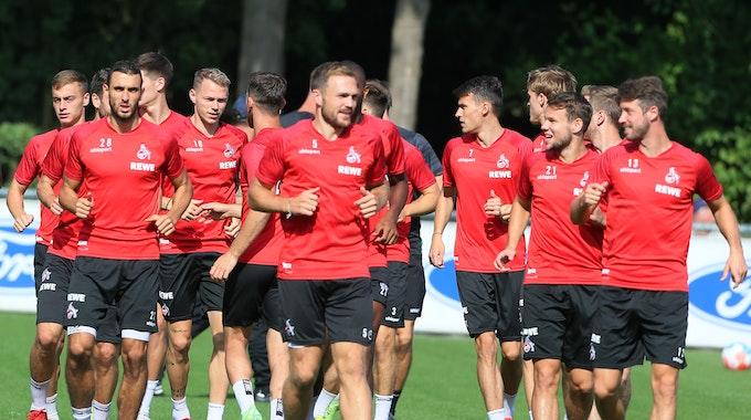 Mark Uth mit seinen Mitspielern beim Training des 1. FC Kölkn.