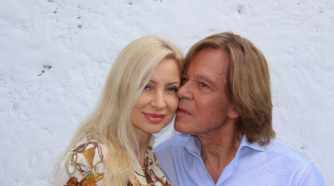 """Jürgen Drews und Ehefrau Ramona während der ARD-TV-Sendung """"Immer wieder sonntags""""."""