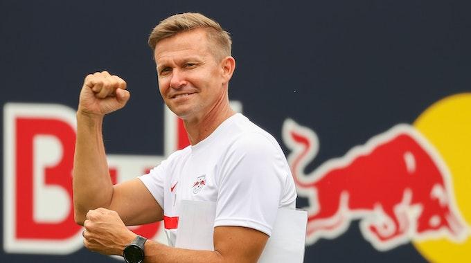 Der neue Trainer Jesse Marsch kommt zum Training.