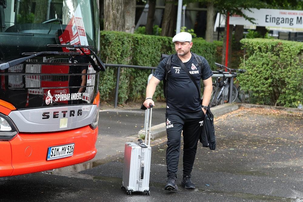 Steffen Baumgart vom 1. FC Köln bei der Abfahrt nach Freiburg