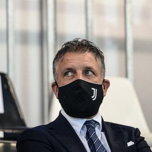 Federico Cherubini, Sportdirektor von Juventus Turin, mit Maske auf der Tribüne