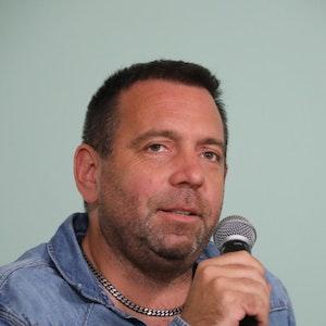 Ikke Hüftgold spricht beim Köln-Talk Loss mer schwade am 9.9. in Pulheim.