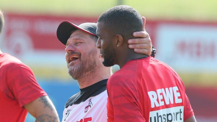 Steffen Baumgart scherzt mit Anthony Modeste