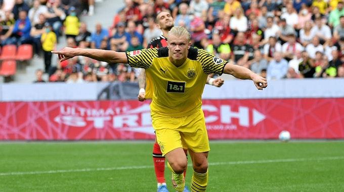 Erling Haaland jubelt über sein Tor gegen Bayer Leverkusen