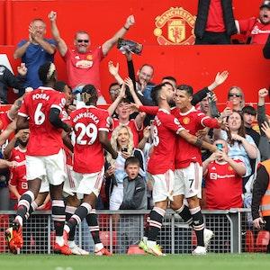 Manchester United feiert das 1:0 von Cristiano Ronaldo.